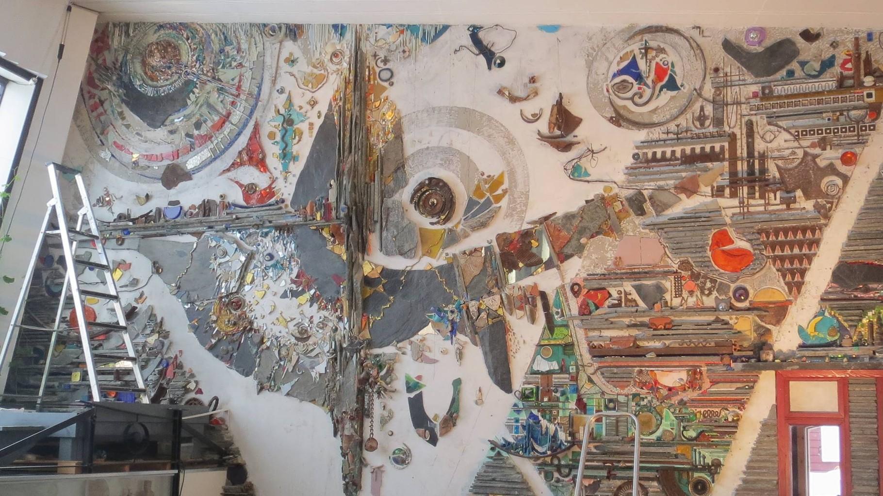 Inzwischen werden die von Eis, Schnee und Flechten der Tundra inspirierten Muster sogar als riesige Mosaike angefertigt.