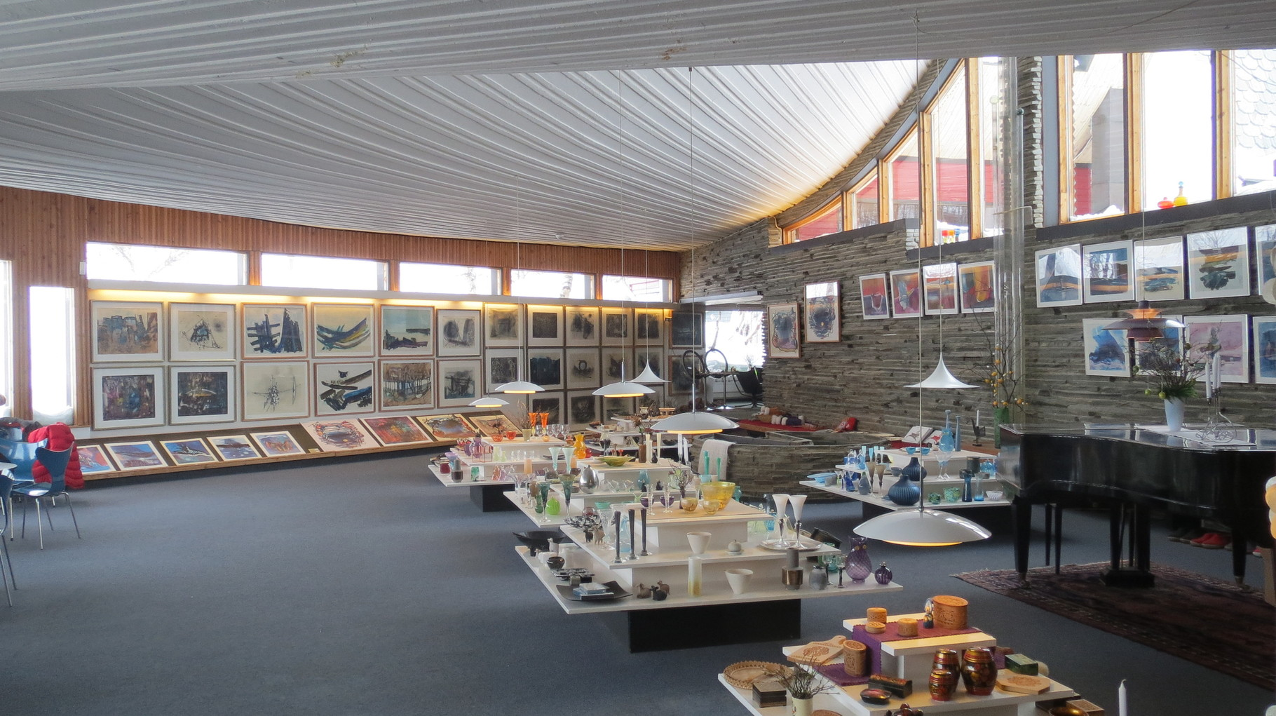 ... werden inzwischen auch Keramik-, Glas- und andere Handwerkskunst der Region ausgestellt und verkauft.