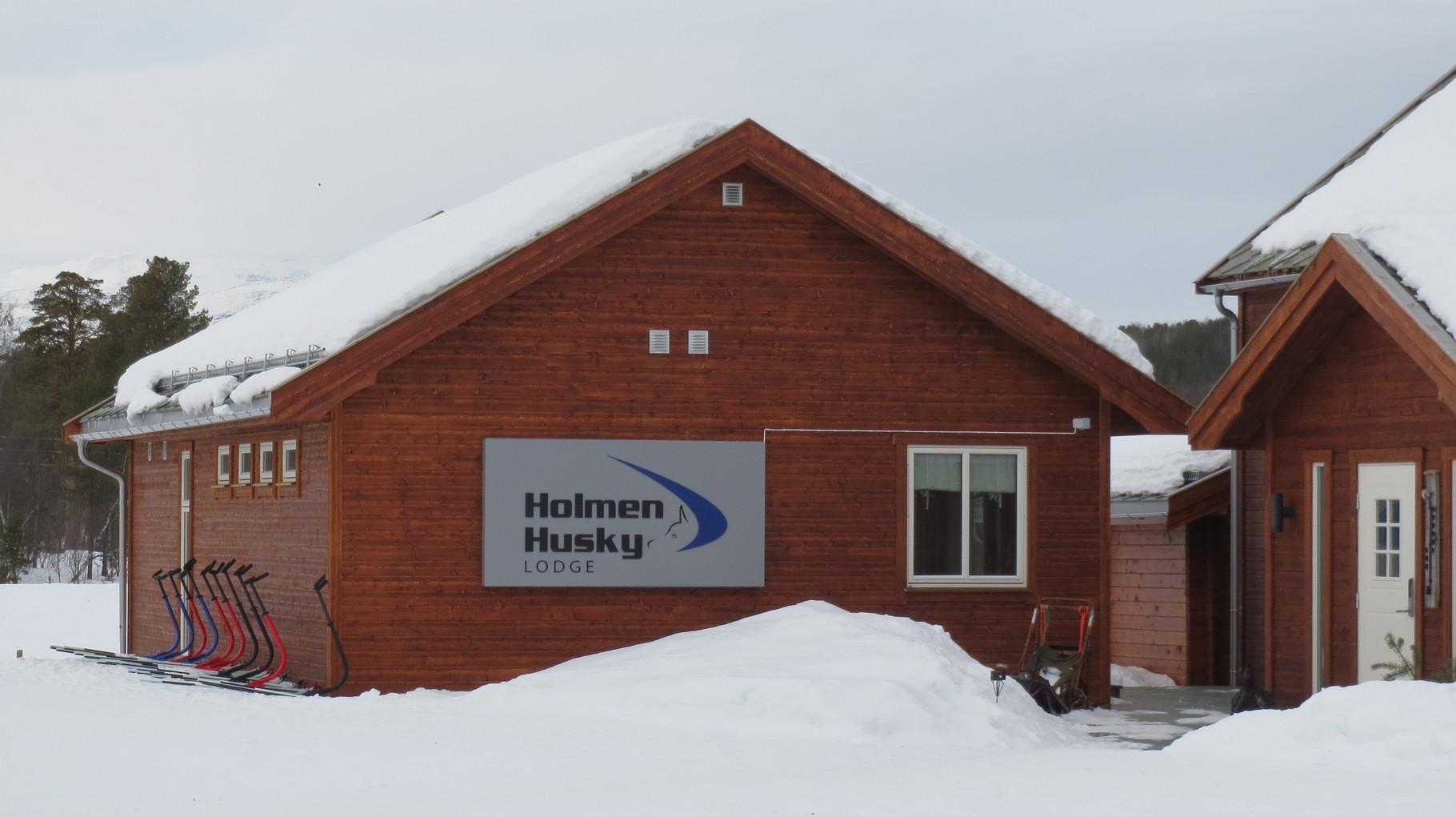 Doch dann schnell weiter zur Hauptattraktion - dem Schlittenhundfahren auf der Holmen Husky Lodge.