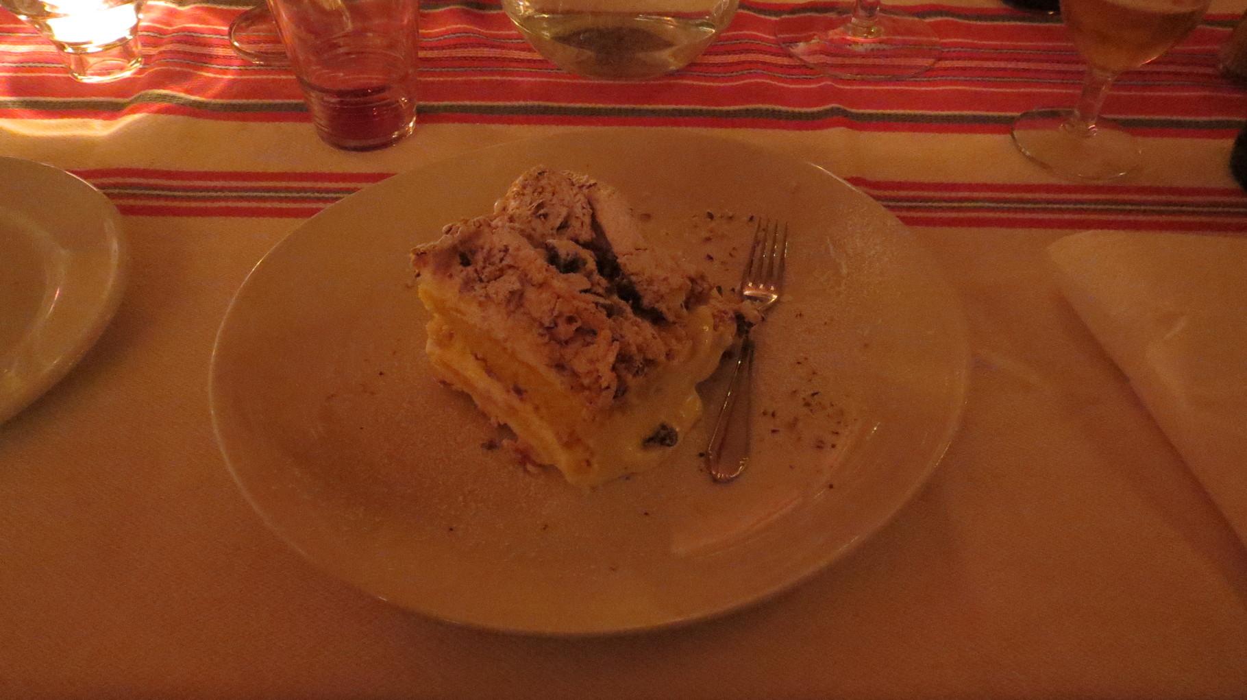 ... und ein riesiges Stück Kuchen. Danach fällt man nur noch ins Bett!