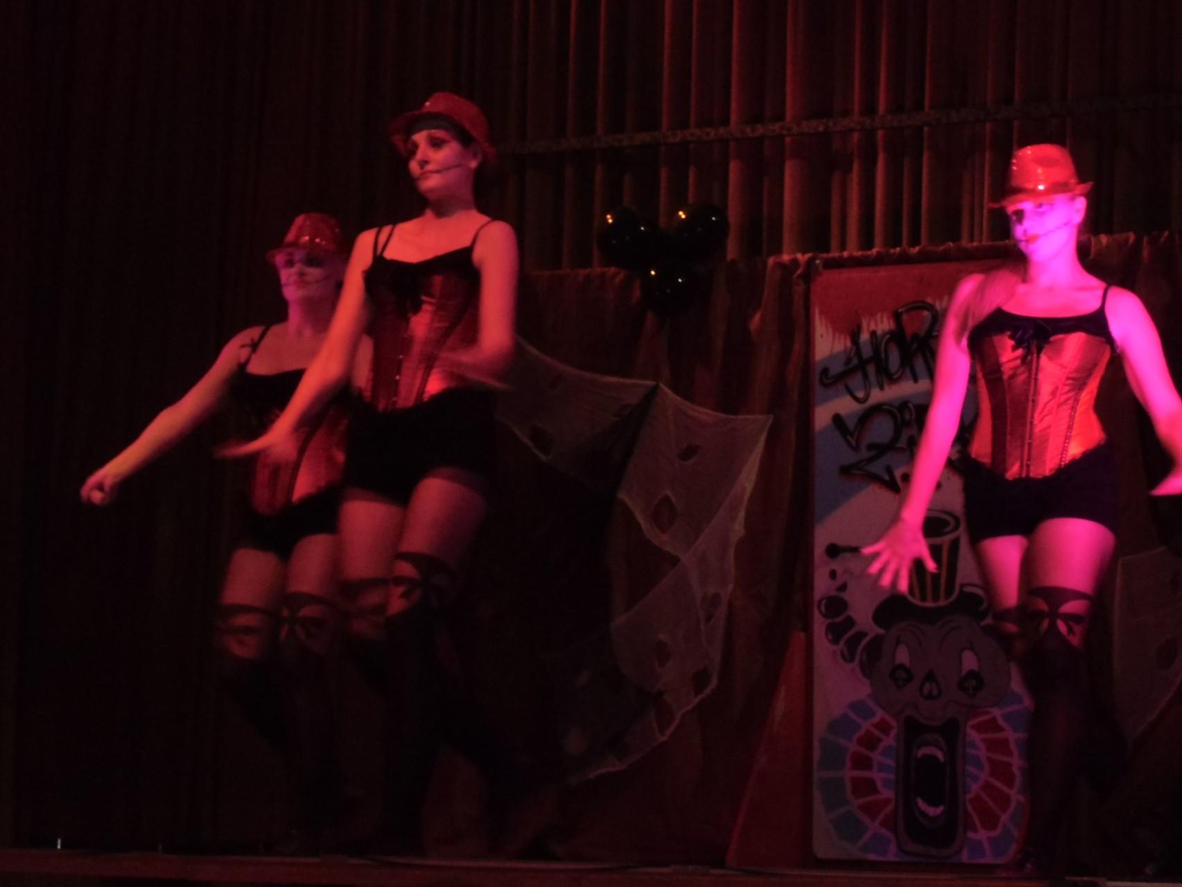 """Via Divas """"Burlesque"""""""