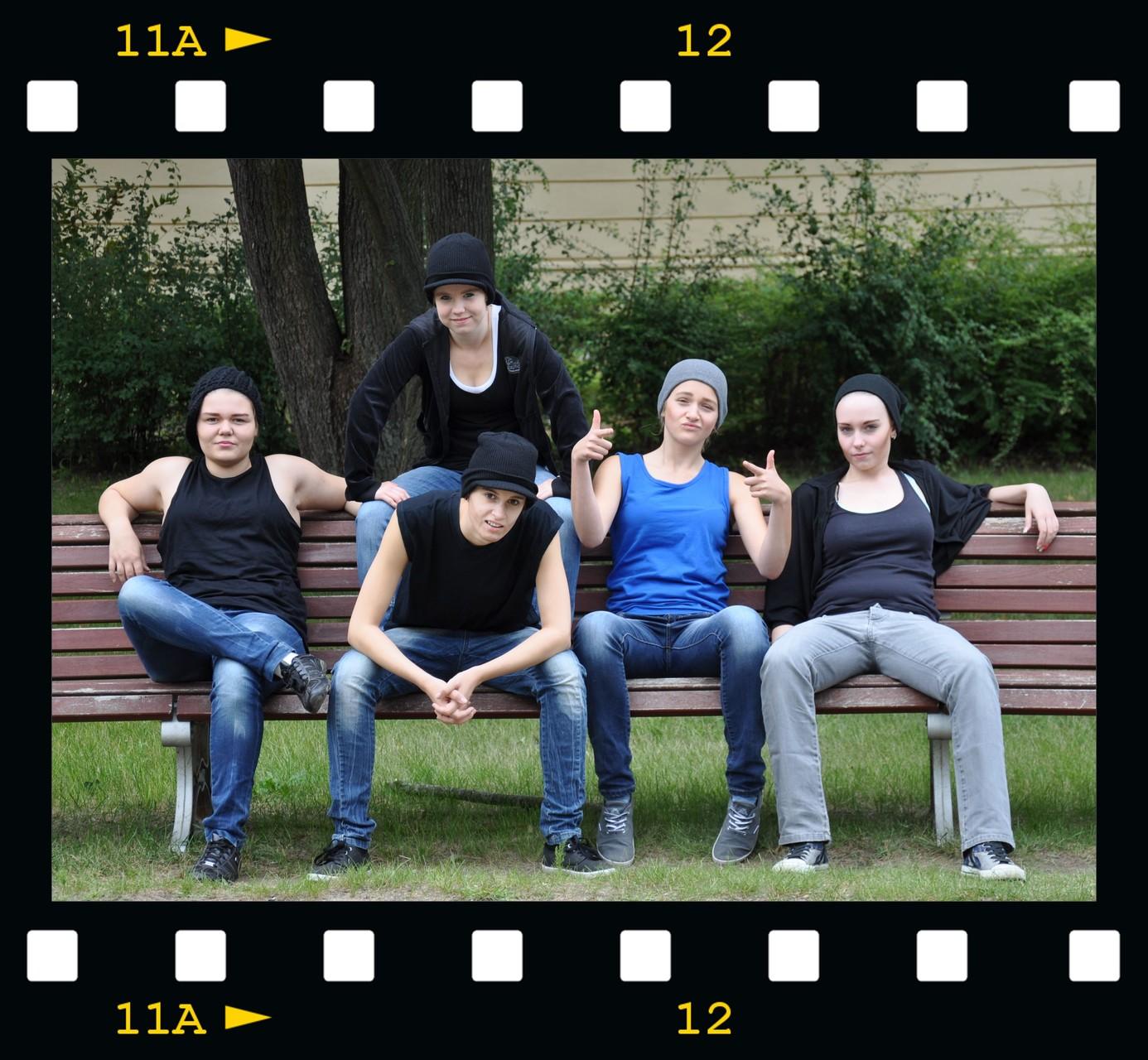 """Lisa, Pauline, Jasmin, Rebecca & Sophie als """"N*SYNC"""""""