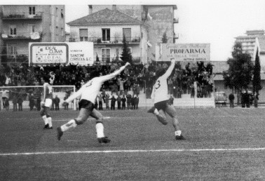82': Esultanza di Mariani dopo il gol