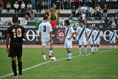 Sillano e Cadenazzi battono il calcio d'inizio