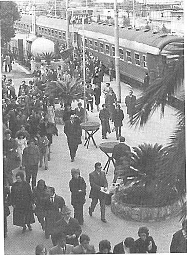 L'arrivo del treno speciale dei sostenitori genoani