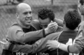 4': Mazzei festeggiato dopo il 1° gol