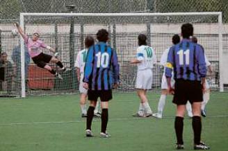 77': la punizione di Marsiglia si infila alla spalle di Giovinazzo