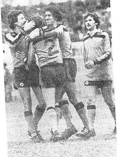 Strumia abbracciato da Adriano, Atragene e Greco