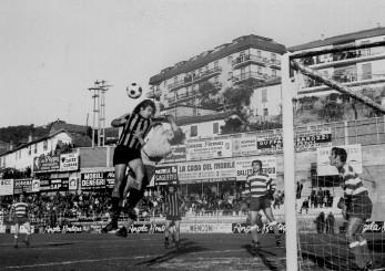 Cogliandro, contrastato da Anelli, sfiora il gol del vantaggio