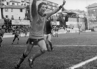 29': Lombardi esulta dopo aver realizzato il secondo gol