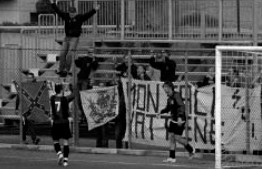 85': Garibbo, dopo il gol, festeggia coi tifosi