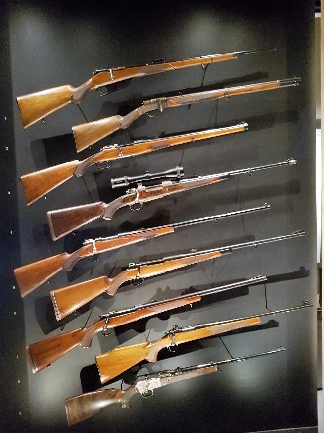Na Eban Emael hebben we een bezoek gebracht aan het pas vernieuwde Luikse museum Grand Curtius. Mooie wapententoonstelling !