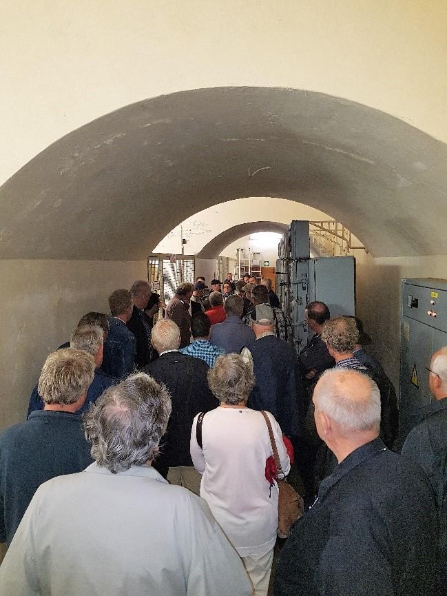 Al snel komen we in de donkere en vochtige gangencomplex terecht. We volgen onze Belgische gids nauwlettend. Hier verdwalen zou geen pretje zijn.