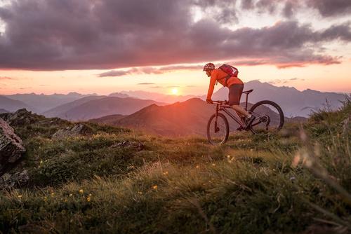 Mountainbike mit E-Bike Versicherung in den Bergen