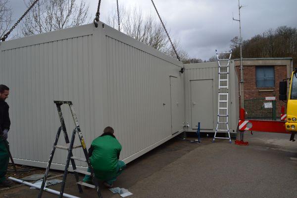 Aufstellen Container für die Notunterkünfte der Tierhilfe Leichlingen e. V.
