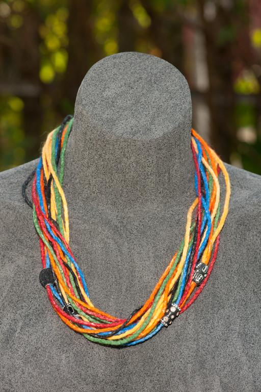 Halskette aus Schnüren