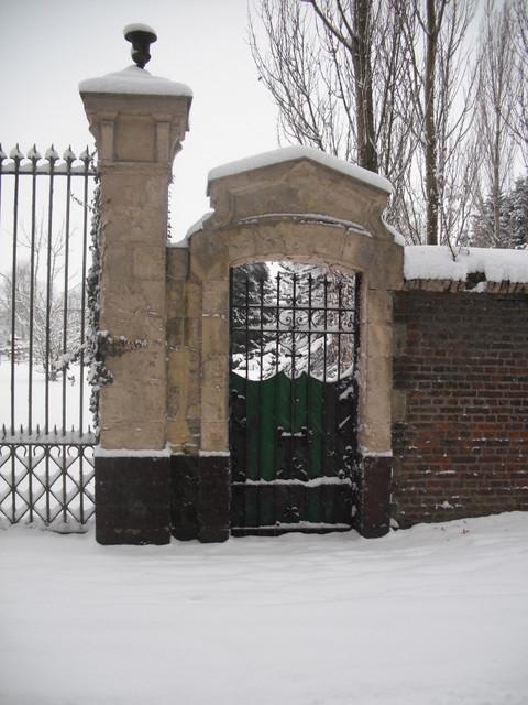 Ancienne porte d'accès , maison de retraite