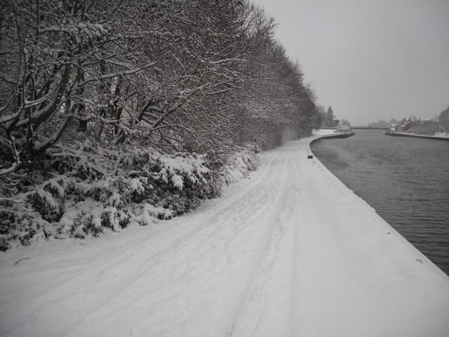 Le canal, les berges - vers la ville