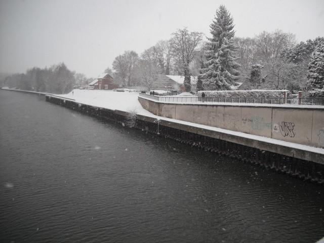 Vue sur le canal, depuis le Pont