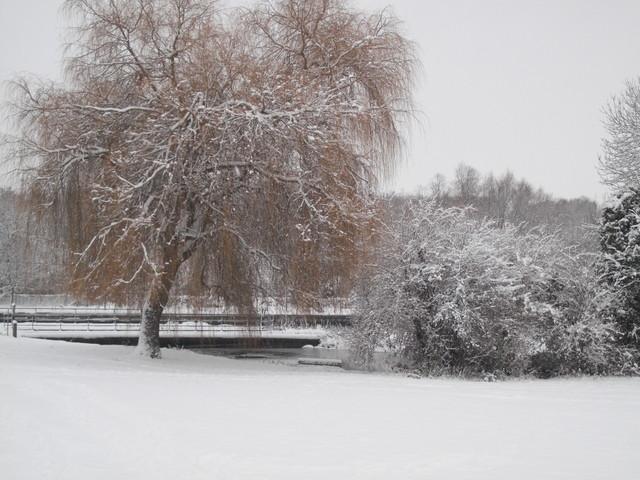 Au loin le canal, vue depuis la rue d'Eitorf