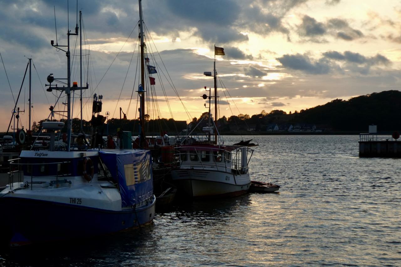 Thiessow Hafen Abendstimmung