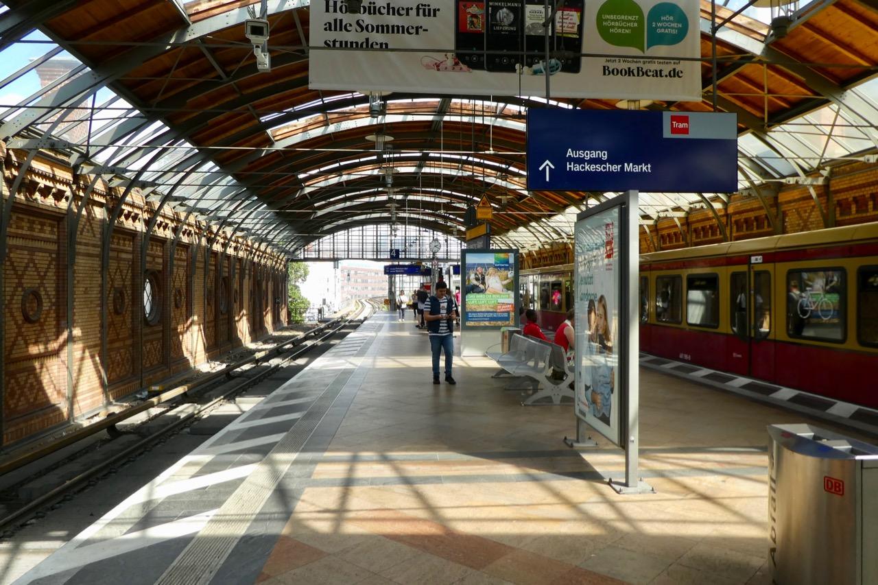 Berlin S-Bahnstation Hakeschermarkt