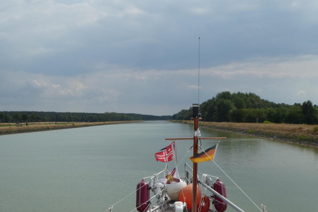 Elbe Seitenkanal Frachter