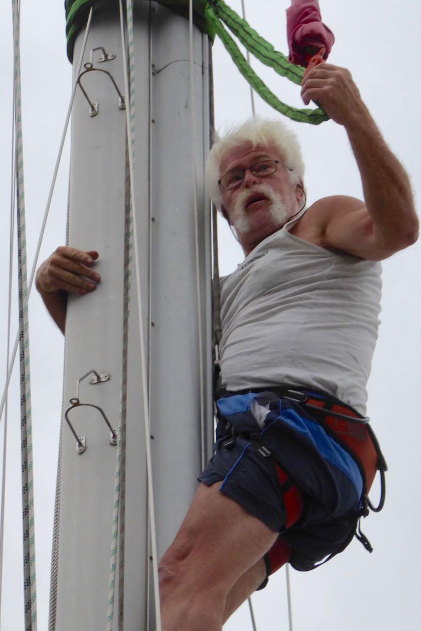 Aalborg Paul beim Mastlegen