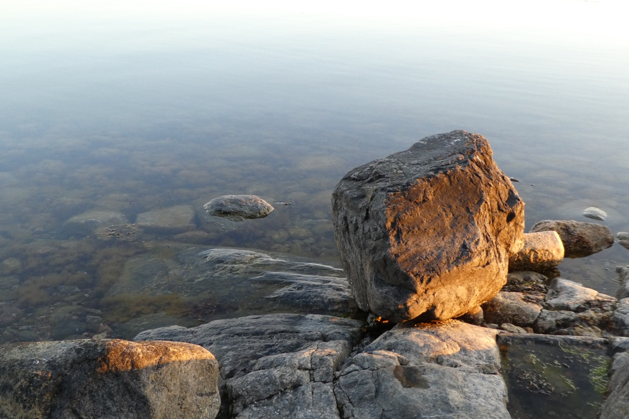 Nävekvarn Schären Stein im Wasser