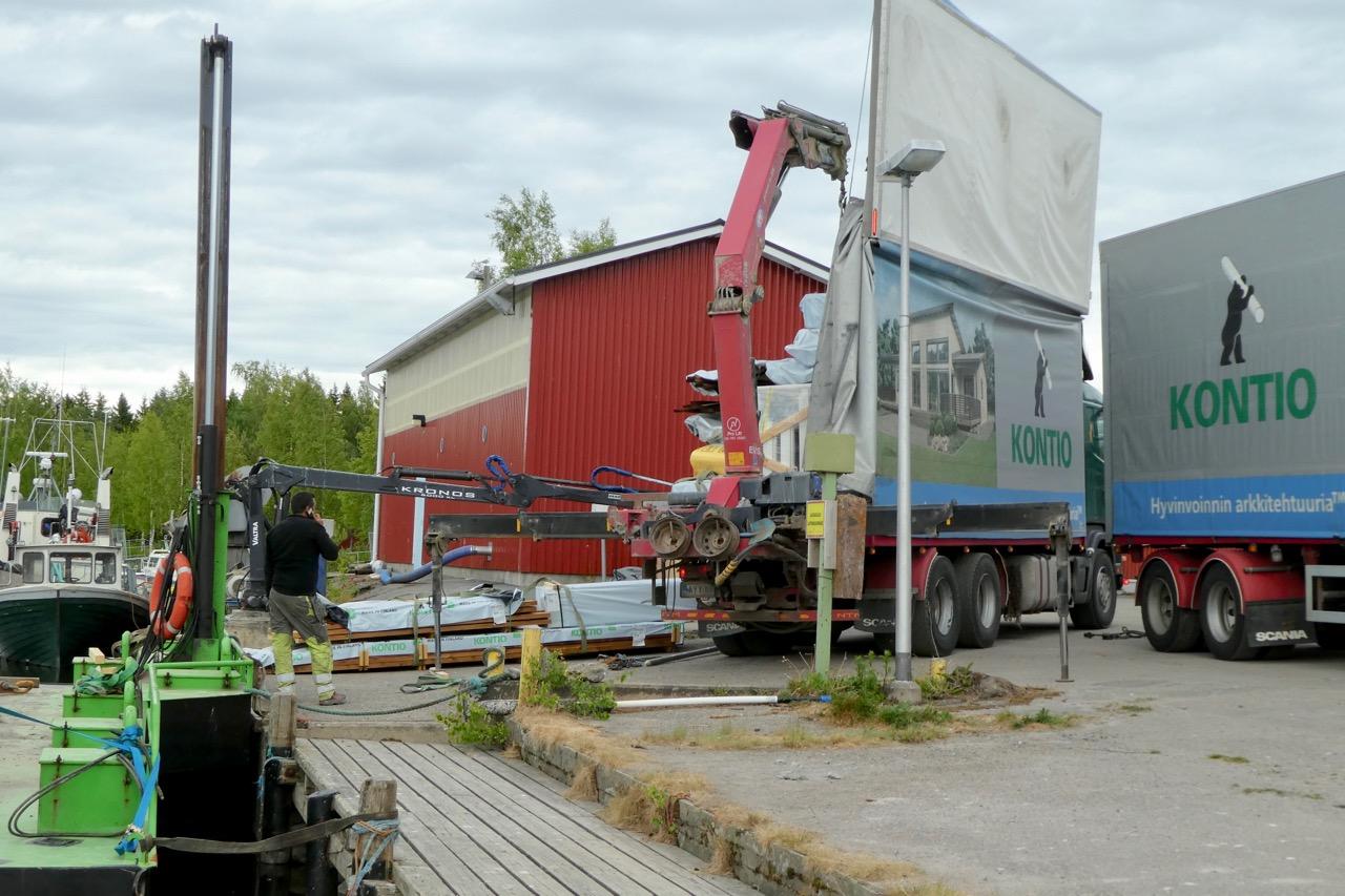 Langskär Hafen Lastwagen entladen