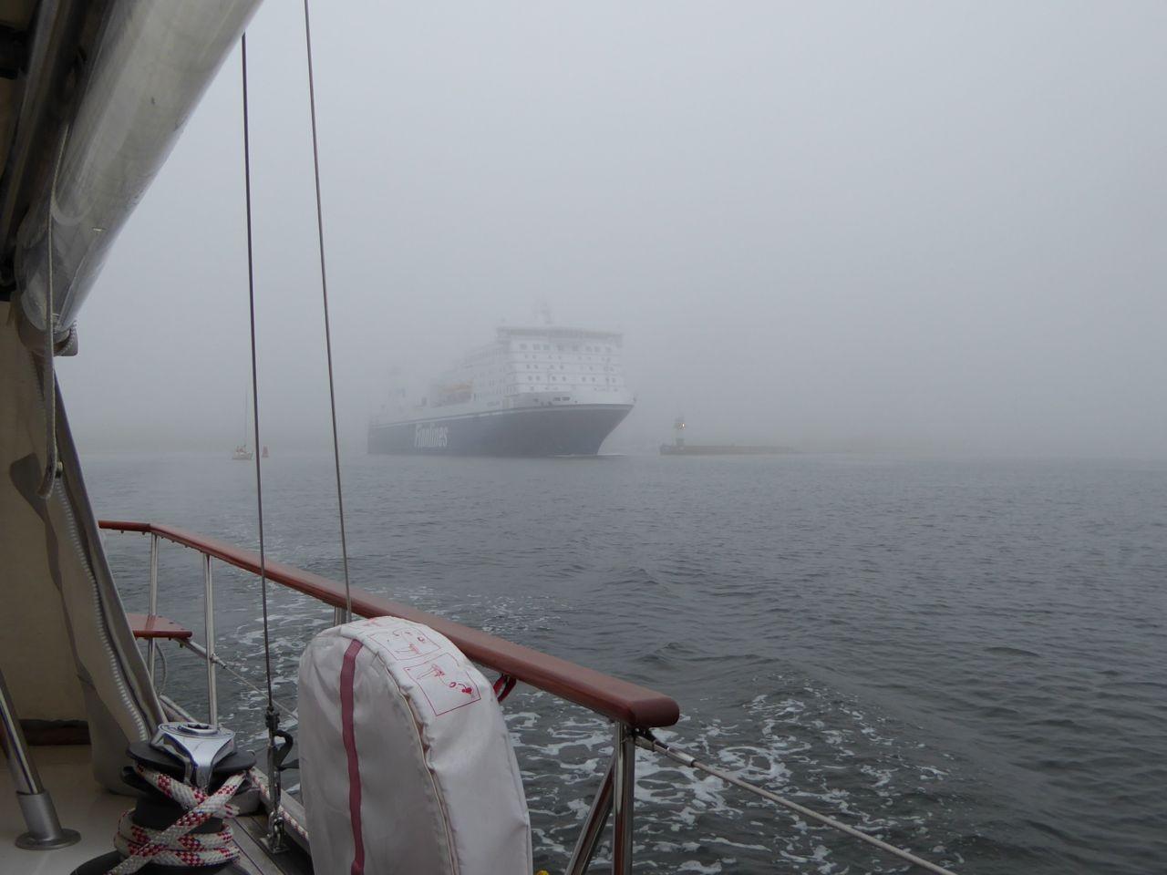 Travemünde Fähre im Nebel