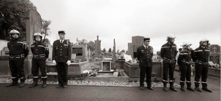 Gendrames en Pompiers begraven hun vriend, de wijnmaker in de Auvergne