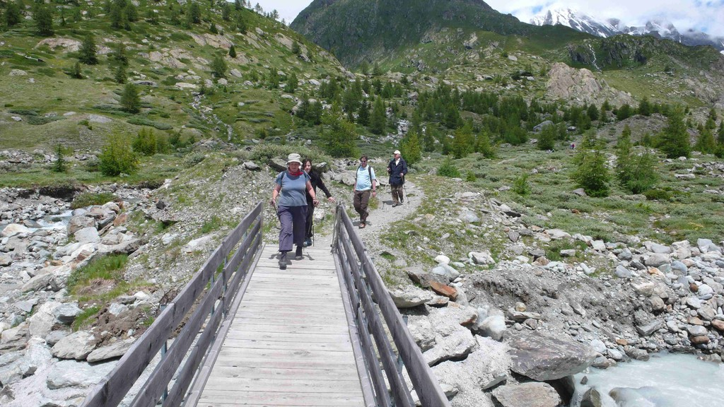 Auf der Brücke über die Lonza