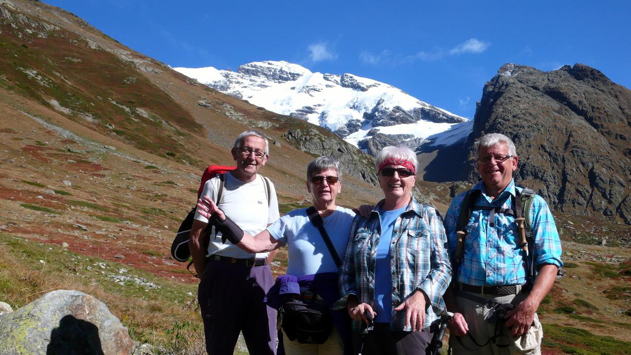 Das erste Foto in der Sonne von links: Hansruedi, Vreni, Marlies und Geni
