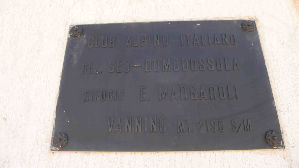 Schrifttafel am Rifugio Margaroli