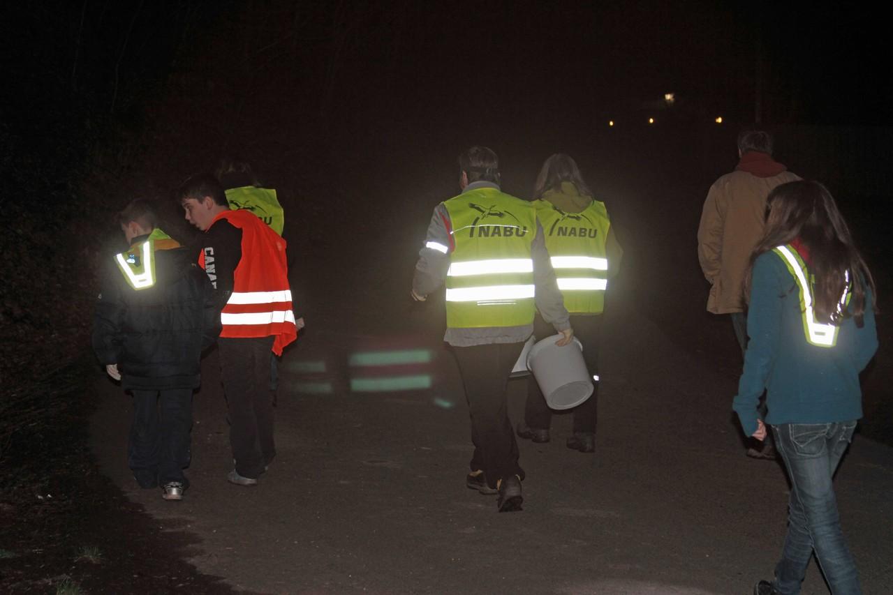 der NABU unter der Leitung von Ruth Wölke sammelt am Eiswoog
