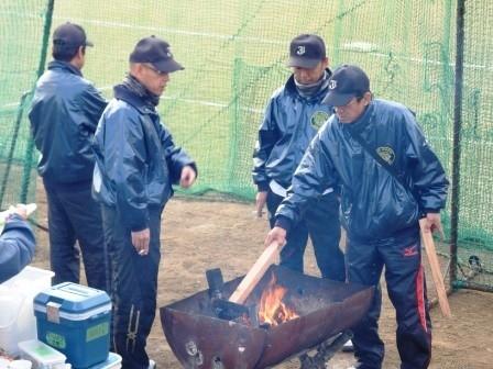 藤井寺ボーイズの皆さんがたき火を用意してくれました。