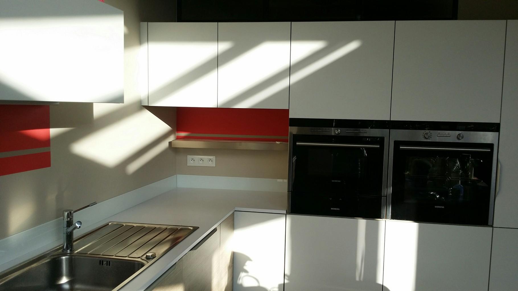 cuisine détail de la niche : meuble sur mesure en surprofondeur