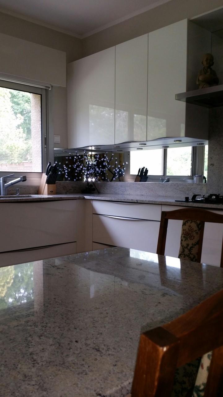 table en granit Cuisine en laque et granit par cuisine design Toulouse
