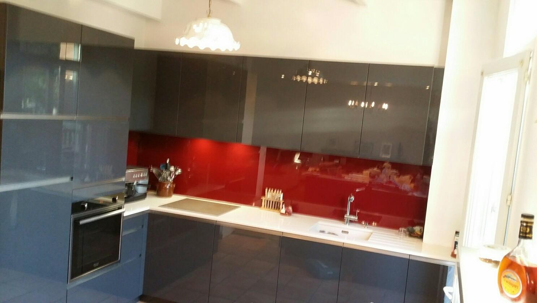 cuisine design avec ilot en laque et silestone visuel coté mur