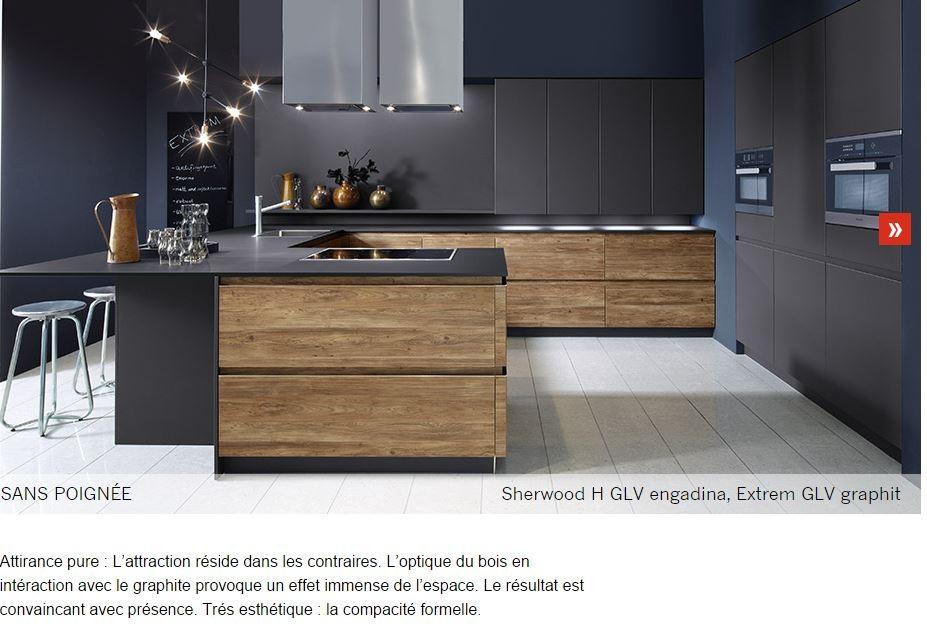 cuisine intérieur design tendance moderne  à toulouse  noir et bois sans poignée