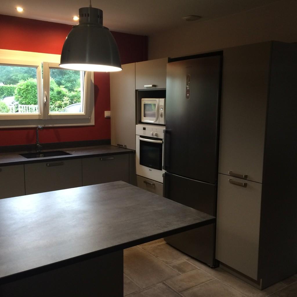 cuisine ouverte grand espace repas et préparation