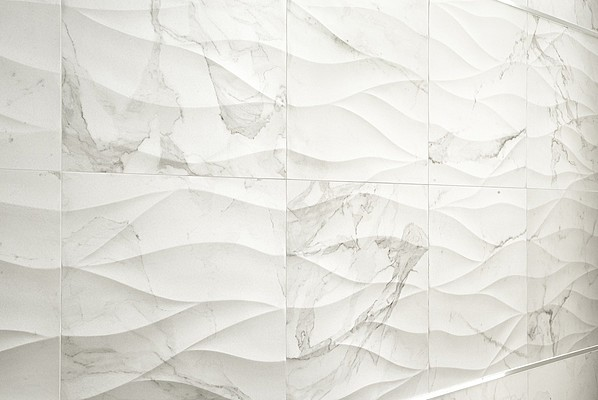 This porcelain looks like Calacatta marble and is shaped into soft, undulating curves.