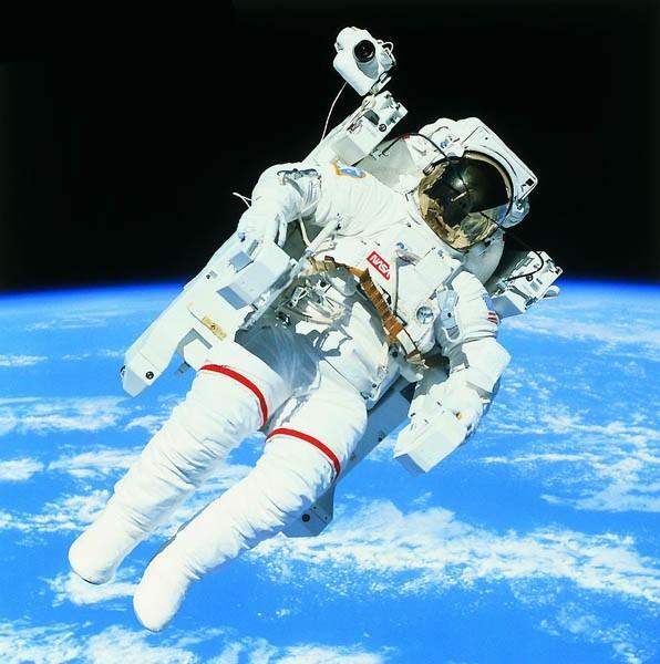 Выход в открытый космос.