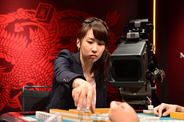 一通単騎待ち即リーを見せた池沢麻奈美