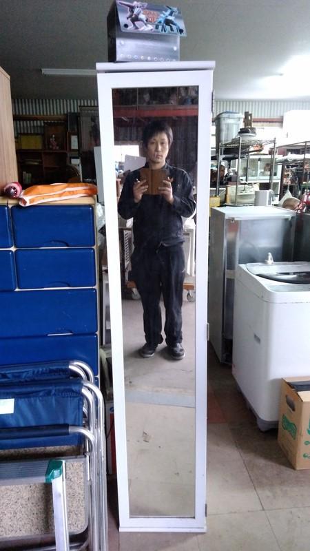 不用品回収した鏡に映る社長