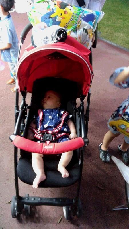 お祭りに行った赤ちゃんの写真