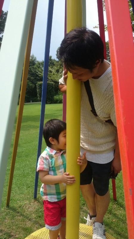 子供と遊ぶ社長の写真
