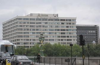 ビッグベンから見えるセント・トーマス病院