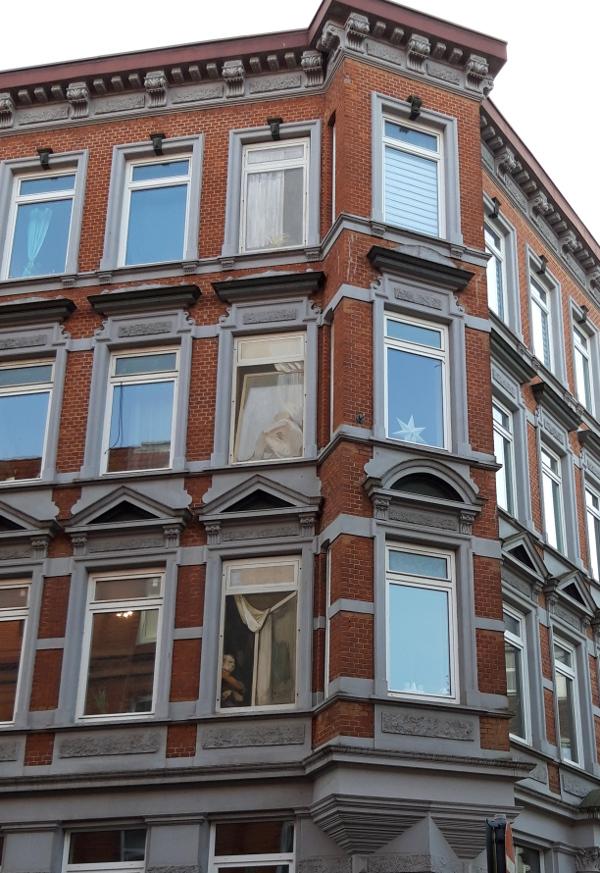 ...täuschend echte Fenstergestaltung!